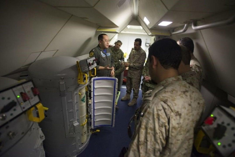 Perwira angkatan laut, istri, 2 orang lain yang dikenakan di Cina perahu karet penyelundupan konspirasi