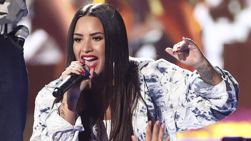 Demi Lovato's alleged nude photos released by hackers on her own Snapchat