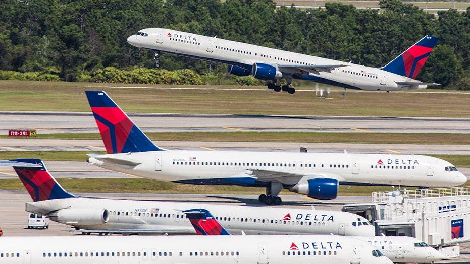 Frau schafft es, an Bord von Delta Flug mit kein ID-oder boarding-pass, Passagier sagt