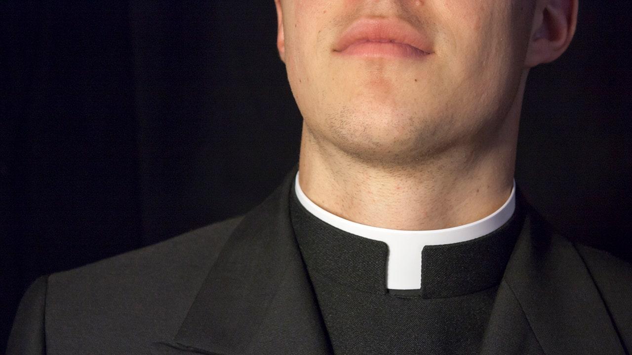 'Crossfit僧をとりまとめるとともにクリス-ヘムズワース-lookalike後の聖職者のポー vidsにInstagram