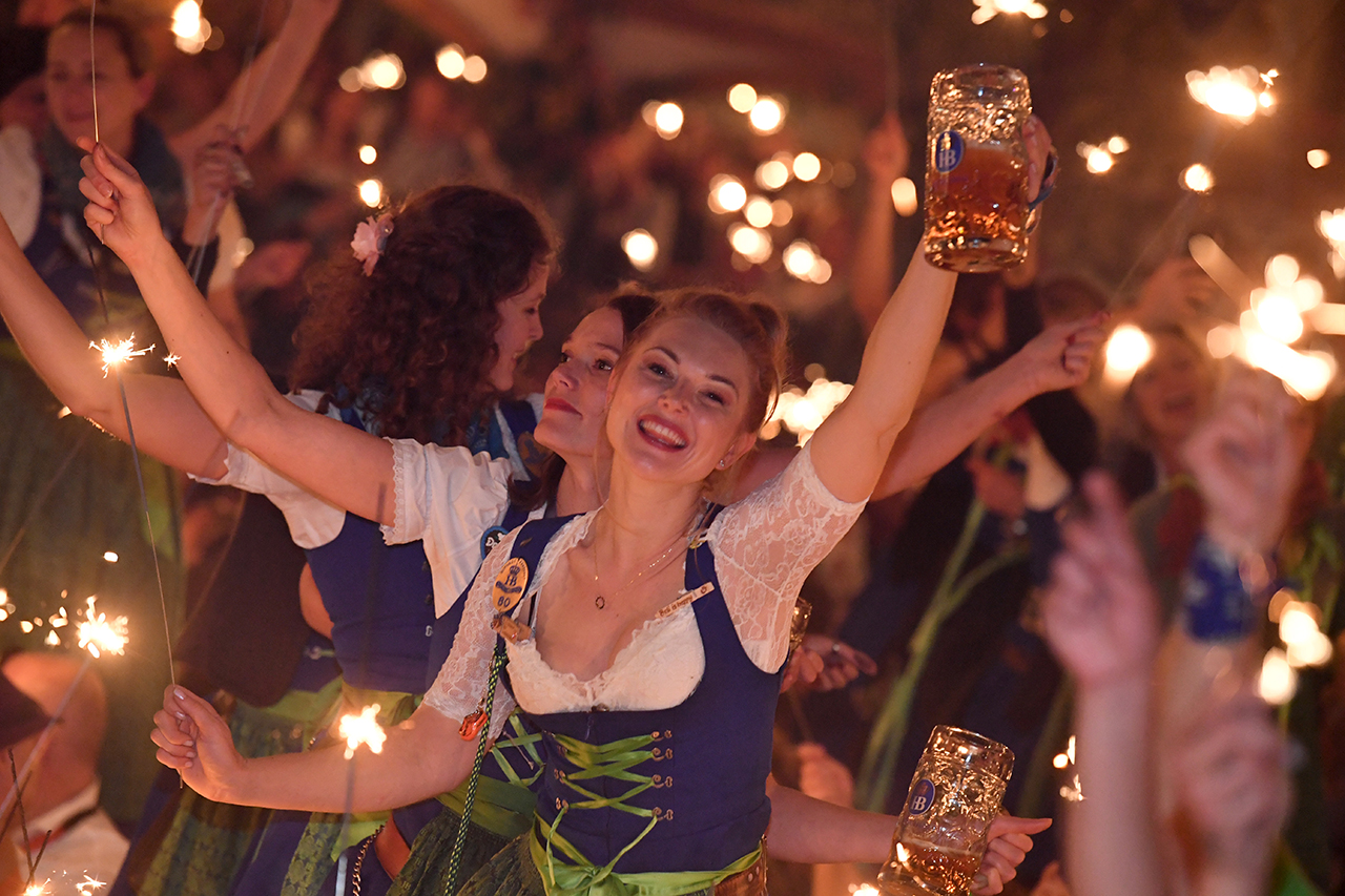 Oktoberfest visitors tried to steal nearly 100K beer steins