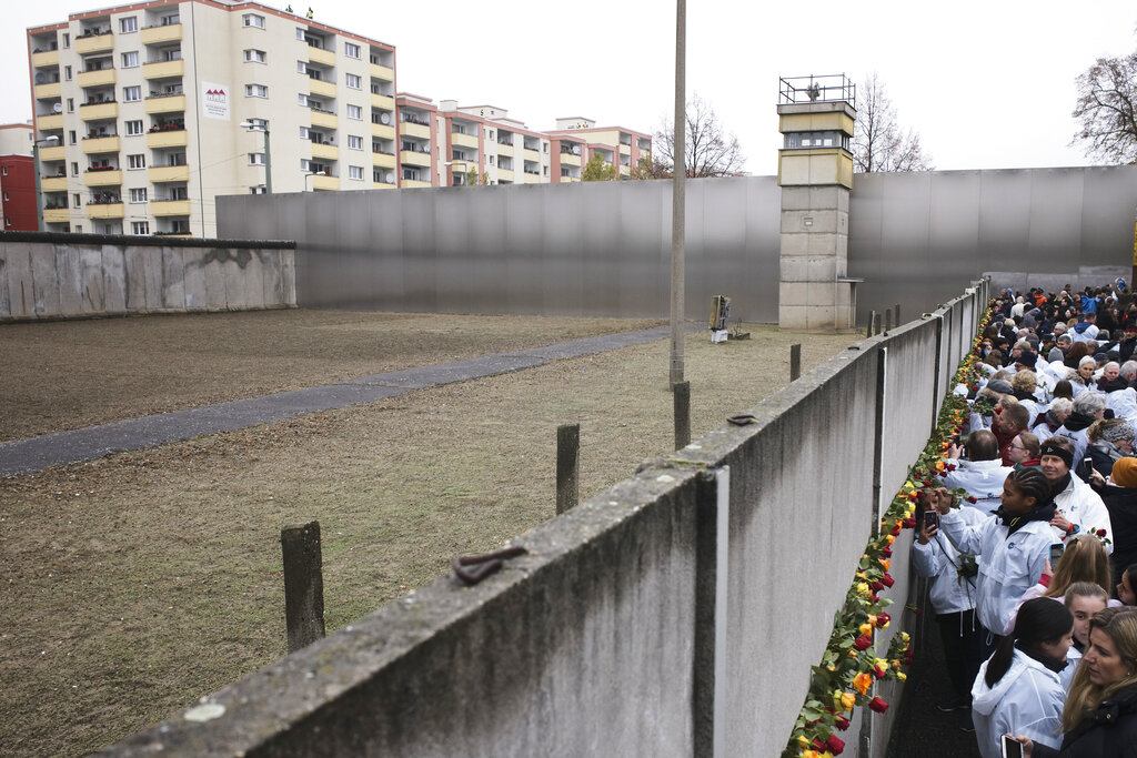 Fall of the Berlin Wall: East Germans still seeking answers 30 years later