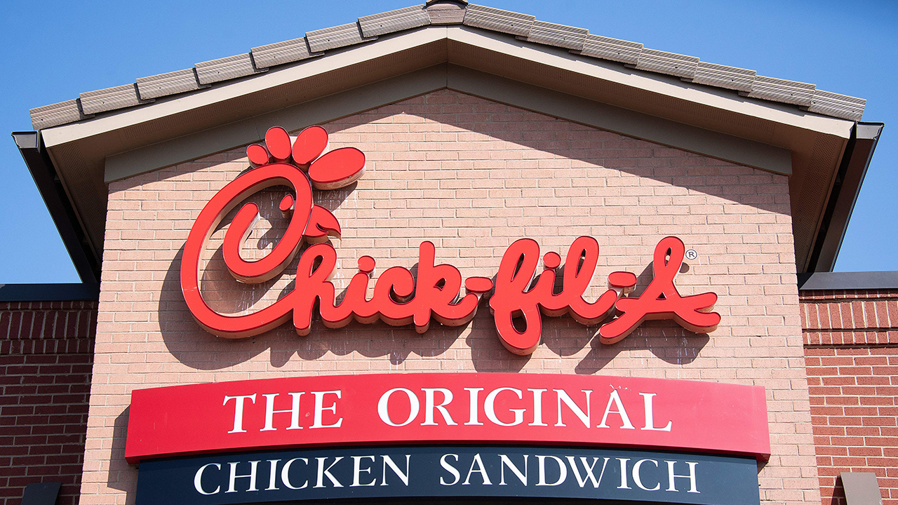 Westlake Legal Group Chick-Fil-A-cropped Ben Shapiro: Chick-fil-A makes a decision most fowl fox-news/politics fox-news/opinion fnc/opinion fnc Creators Syndicate Ben Shapiro article 90926512-dd71-5272-bb2b-7dd9641dfe8a