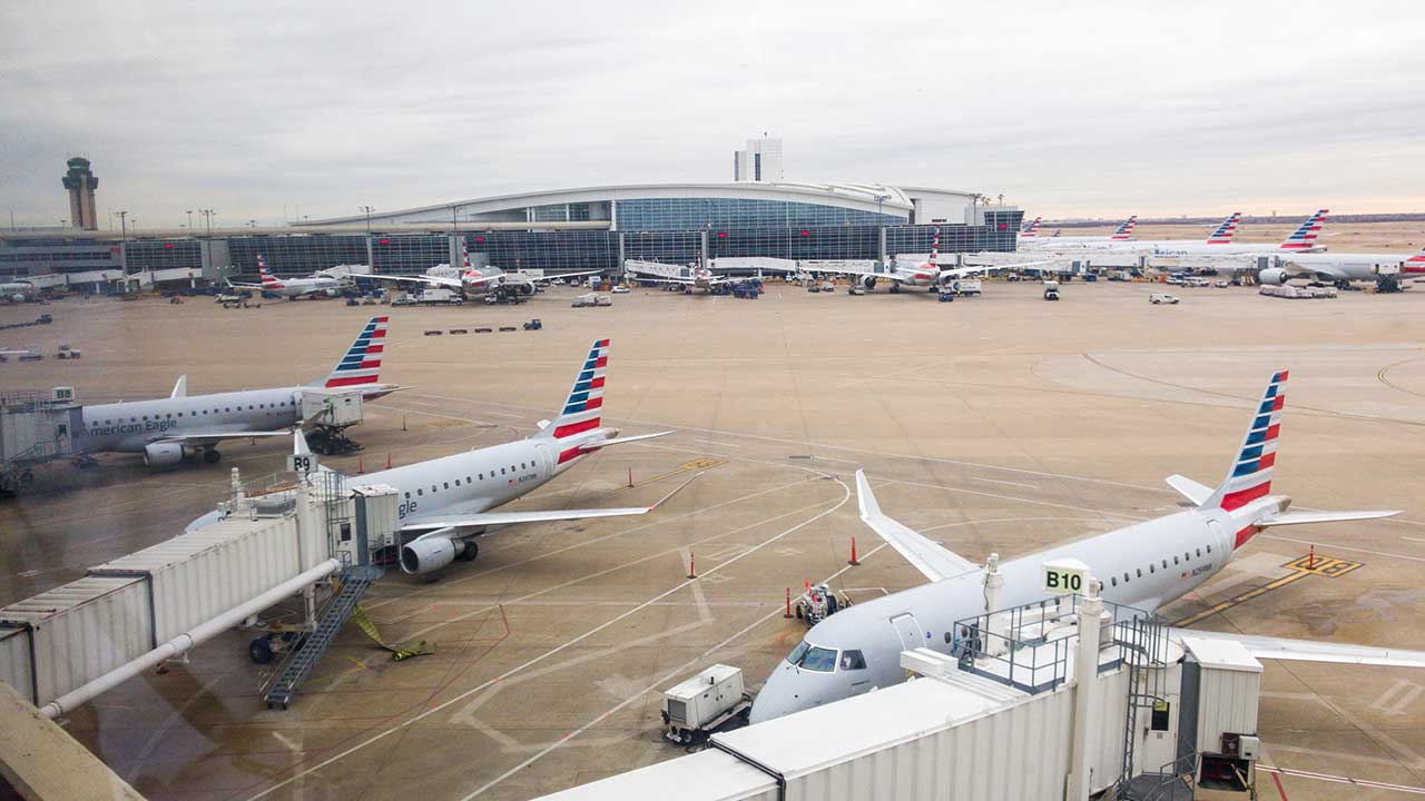 Fuel truck at Dallas-Fort Worth airport filmed crashing into two American Eagle planes