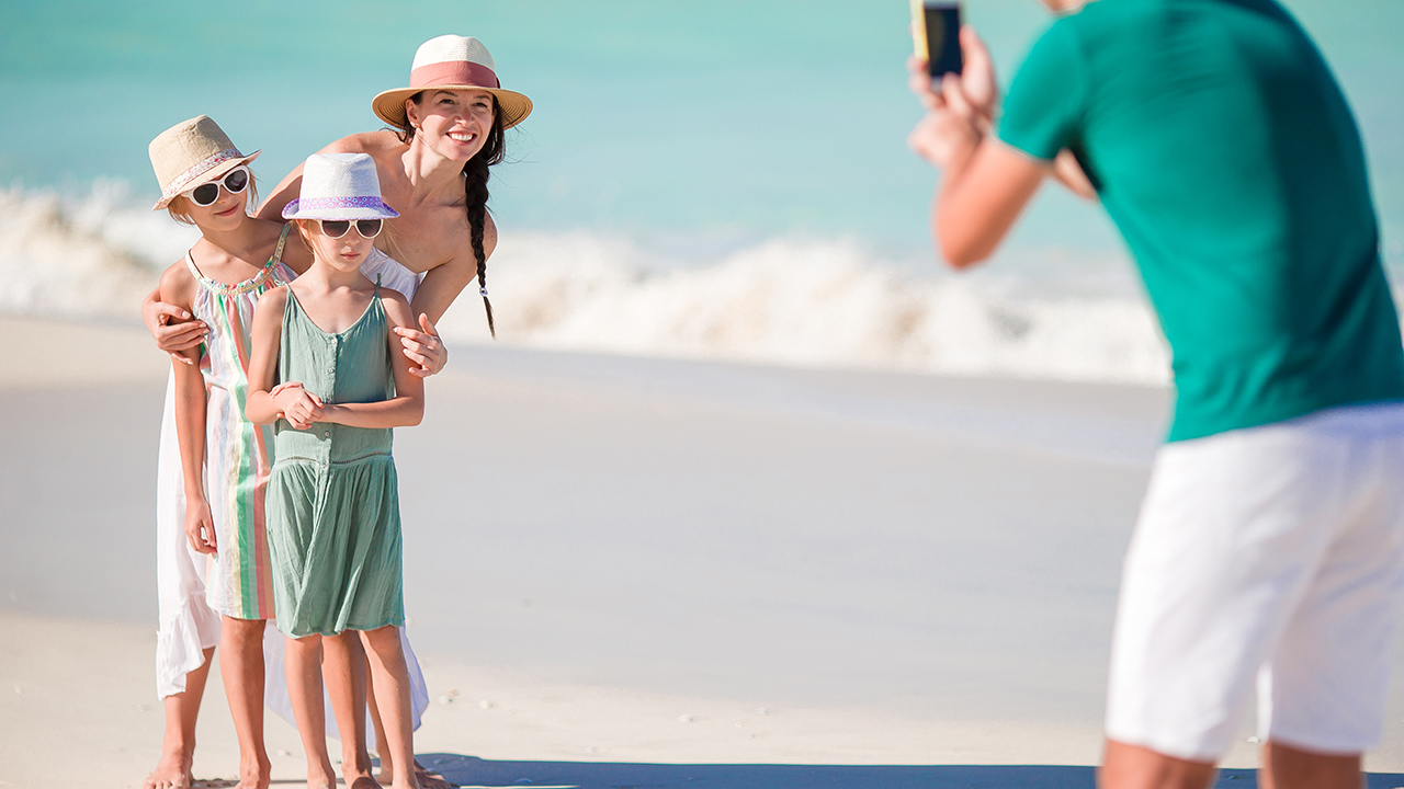 Family seeks social media photographer who can double as 'mother's helper' - Fox News