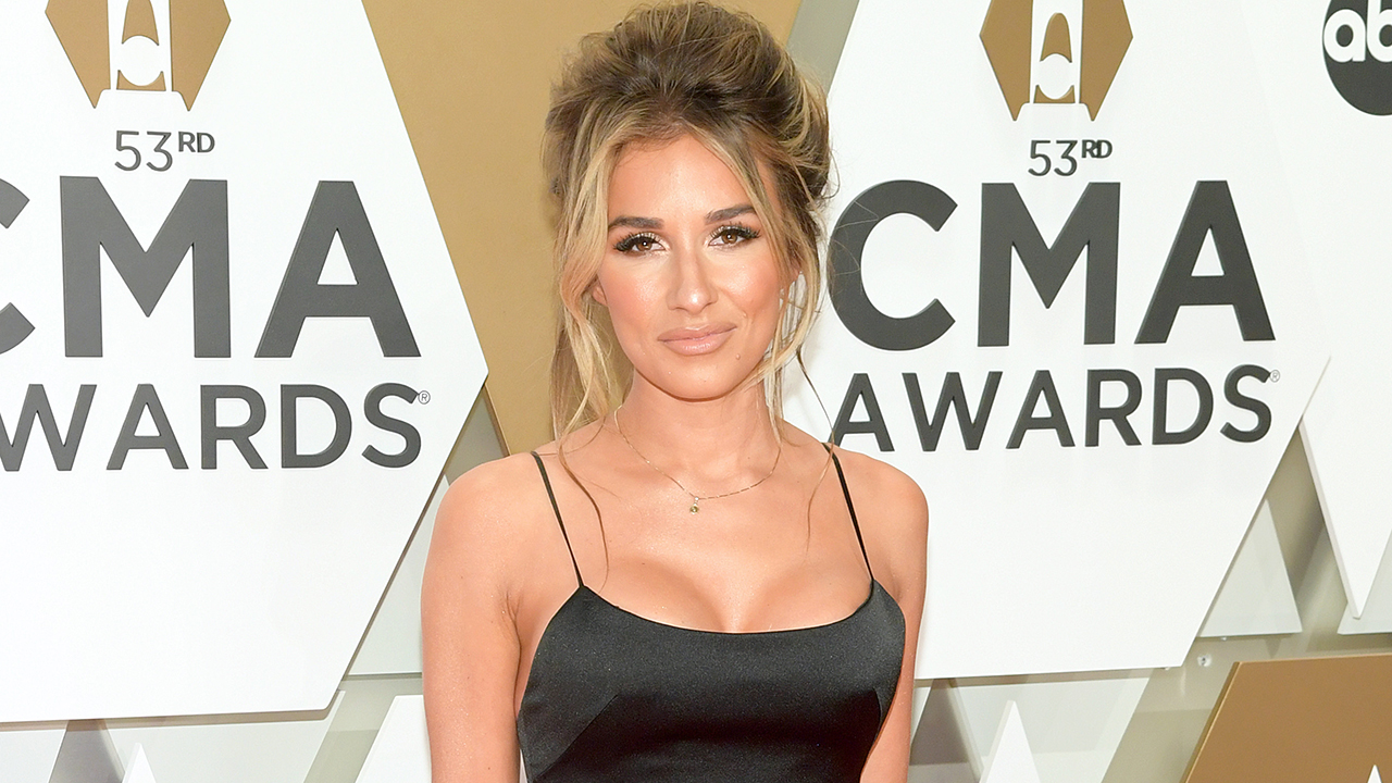 Jessie James Decker claps back at social media user who commented 'TMI' on her bubble bath pic