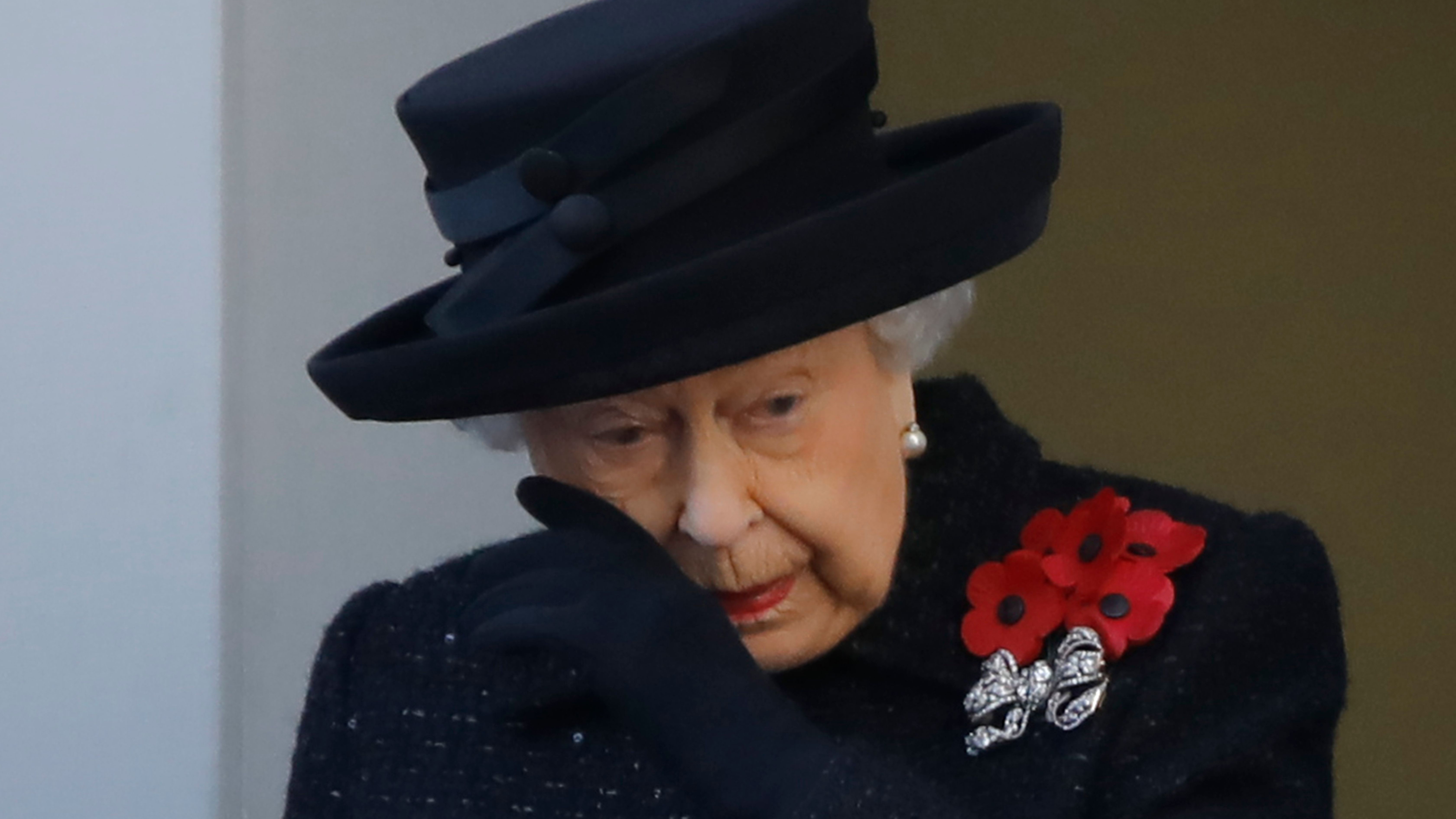 Queen Elizabeth is having 'a very difficult time behind the scenes' following scandals rocking the palace: ...