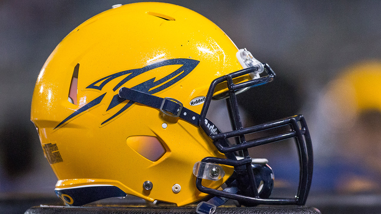 Toledo Rockets defensive lineman ejected for brutal hit on quarterback who slipped
