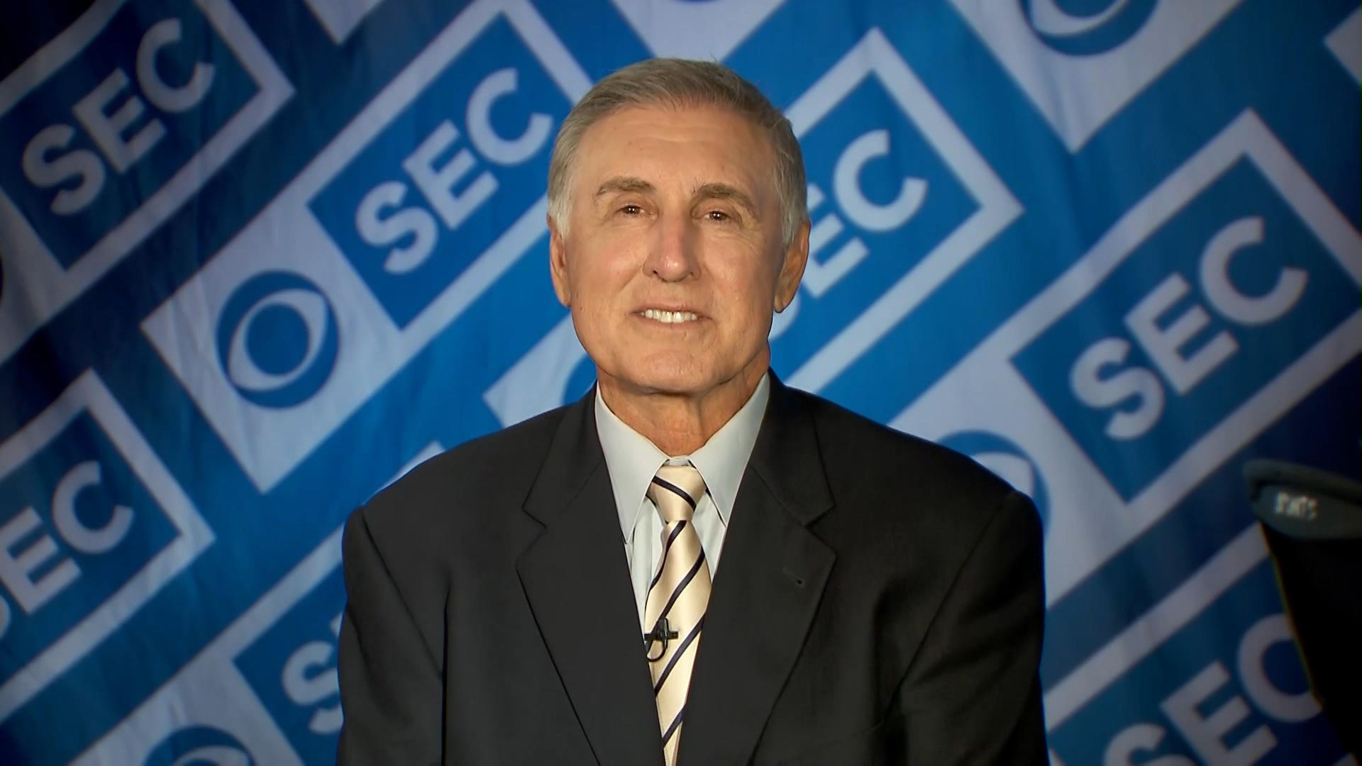 Gary Danielson of CBS slammed for comments – and chuckles — after sideline photographer injured