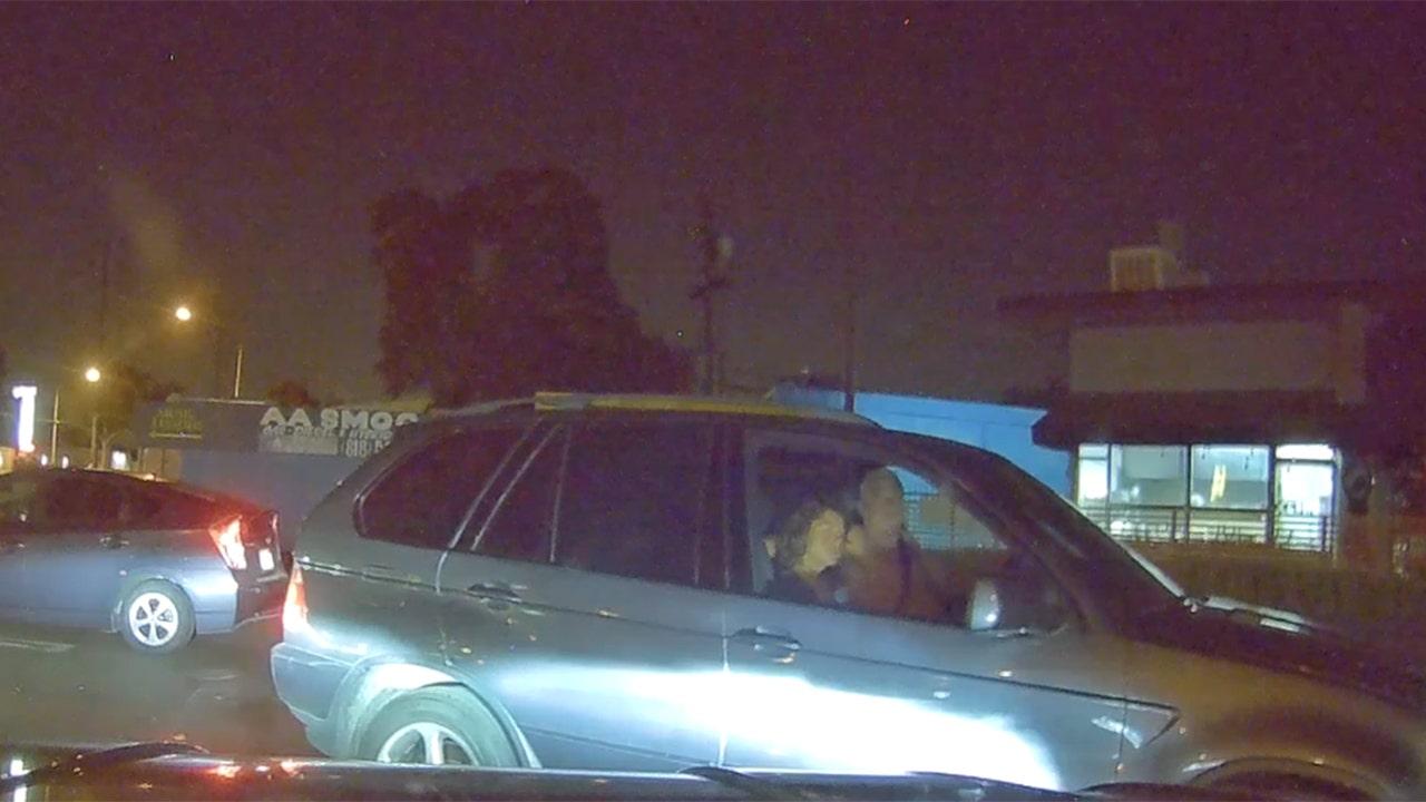 裸カリフォルニア人とされるためのルアーの少年は、11、車に求められる警察