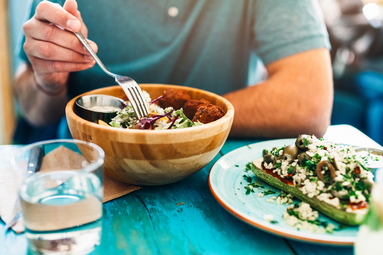 Intermittent fasting sheds more weight, but Mediterranean still healthier overall, study claims - fox
