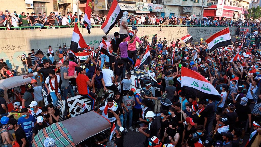 Irakische Sicherheitskräfte töten einer anti-Regierungs-Demonstranten, Wunde mindestens 200 mehr