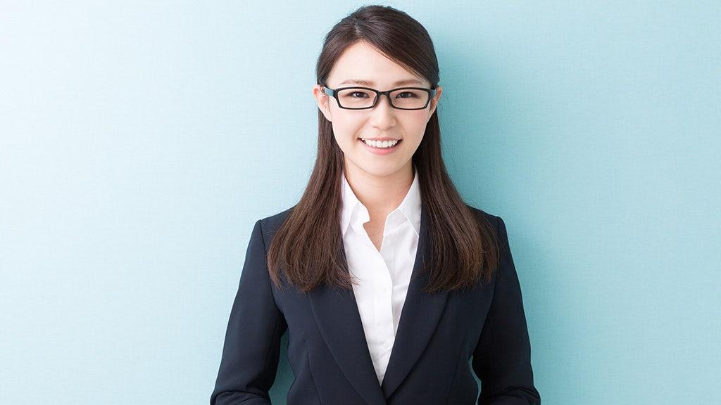 Nhật Bản cấm phụ nữ đeo kính phản ứng dữ dội