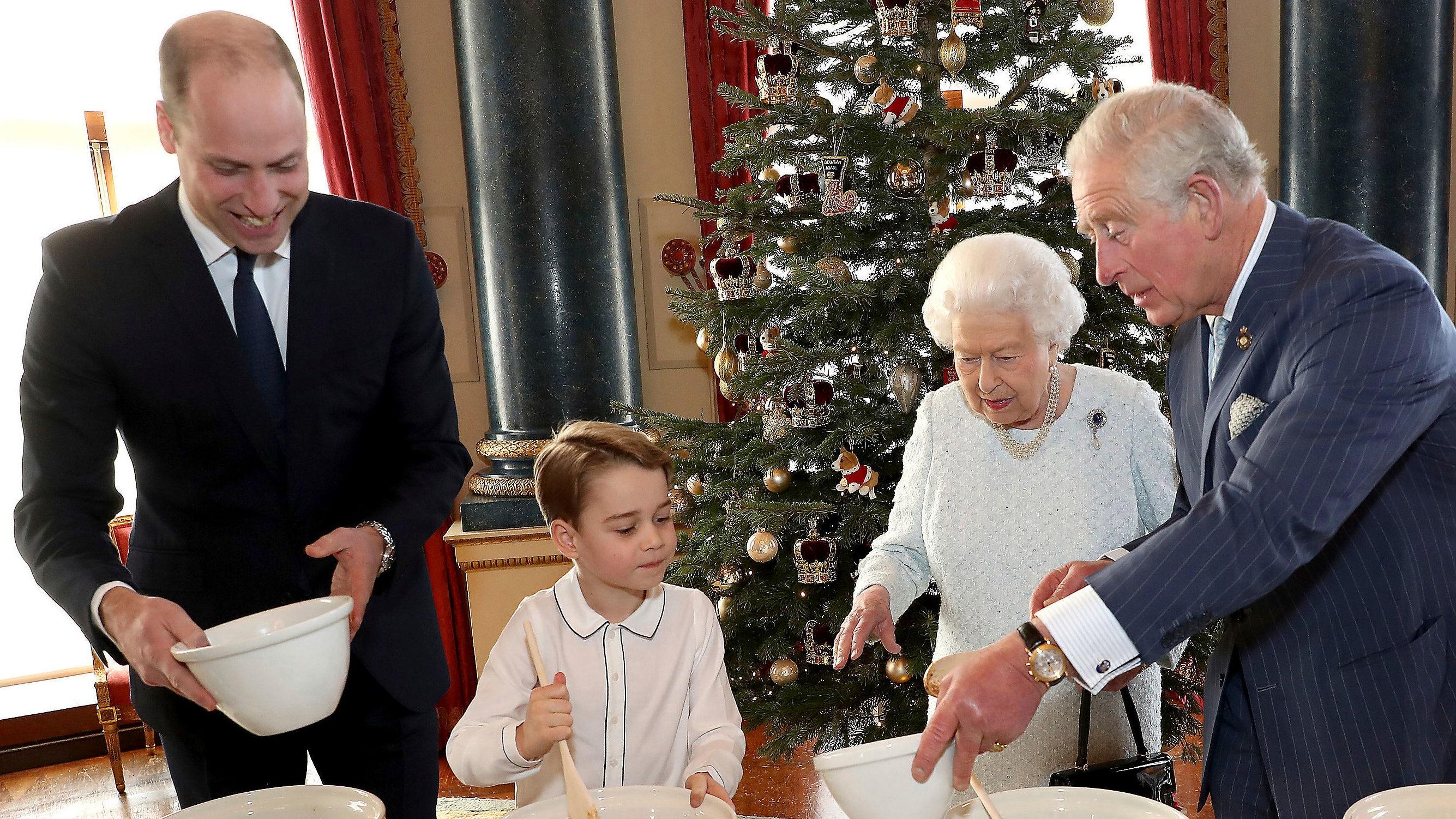 Queen Elizabeth verbunden ist, von Prinzen George, William und Charles, um Weihnachten desserts