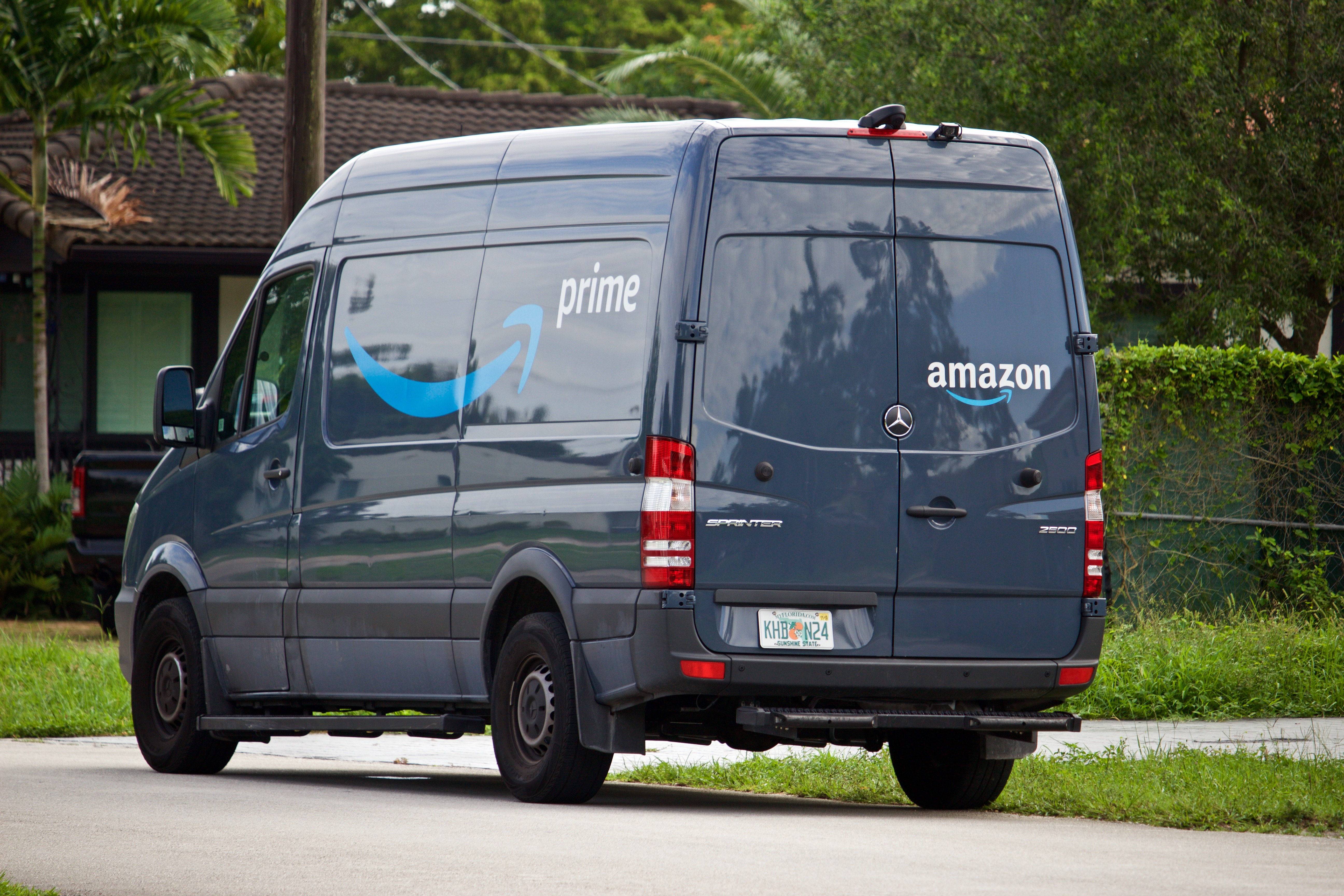 Westlake Legal Group Amazon-Truck-iStock Amazon delivery driver's hilarious reaction to basket of treats outside Delaware home caught on video Gerren Keith Gaynor fox-news/us/us-regions/northeast/delaware fox-news/tech/companies/amazon fox news fnc/lifestyle fnc c213ff12-abd8-580d-989a-383c795066a2 article /FOX NEWS/LIFESTYLE/REAL ESTATE