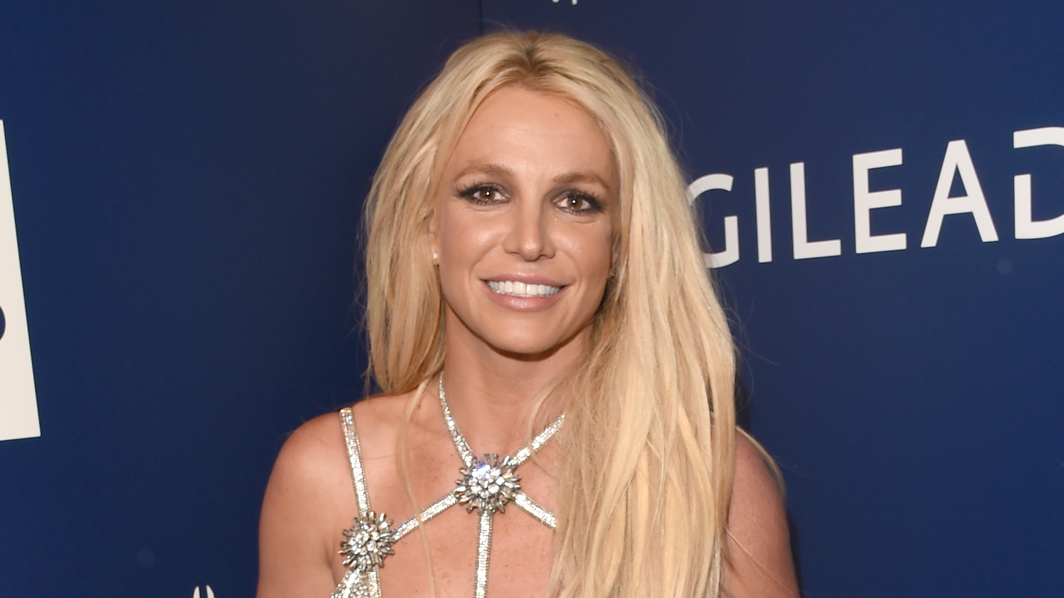 Britney Spears shows off Christmas decorations, asks fans not to 'say the meanest things'