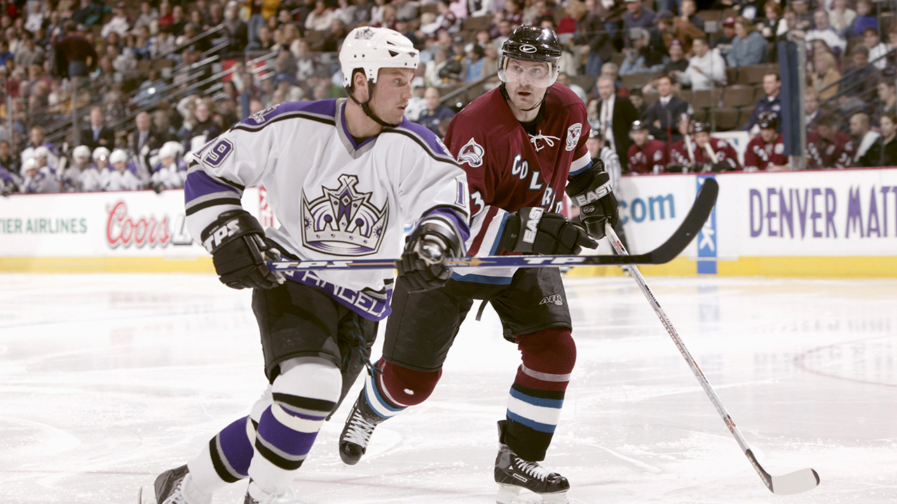 Former NHL player Sean Avery accuses ex-Kings coach of kicking him on bench