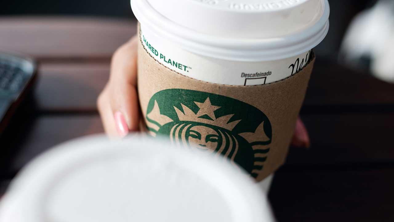 Starbucks barista behauptet, Sie gefeuert wurde, wodurch rohe Bemerkung über die Kette der Kaffee auf dem YouTube-Kanal