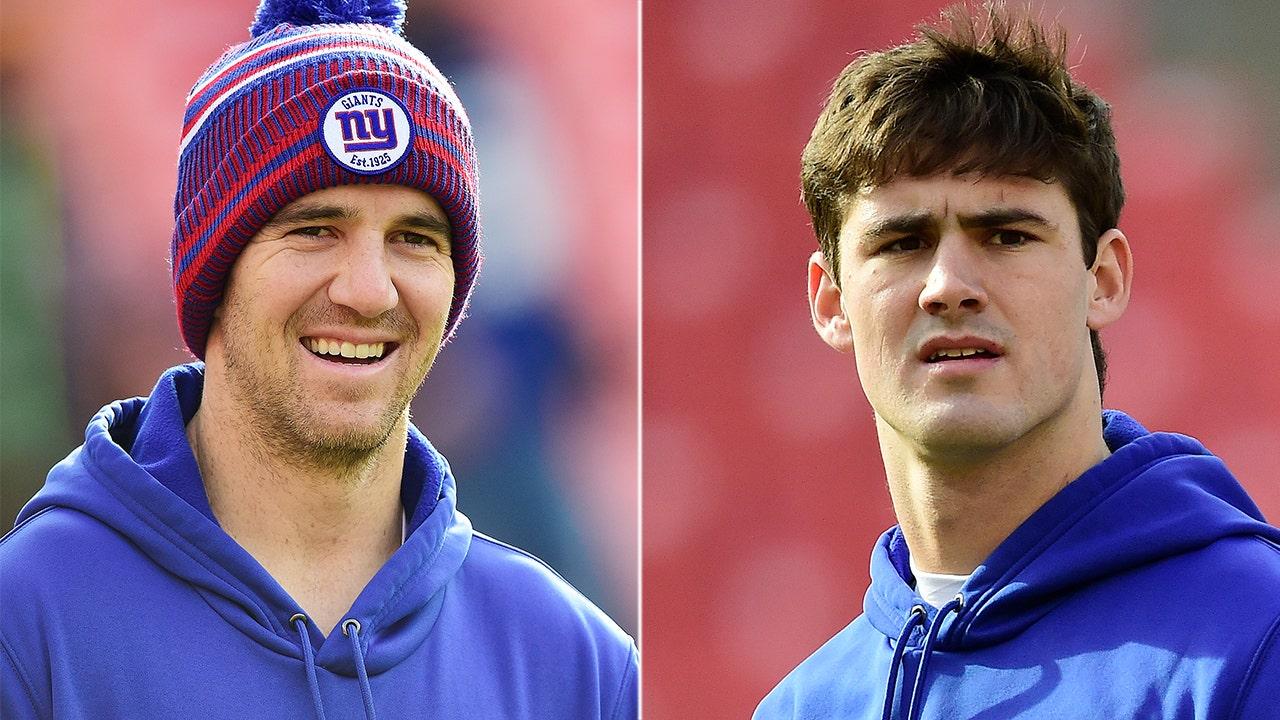 Eli Manning, Daniel Jones zu bekommen-flip-cup-tribute-Riesen' touchdown feier