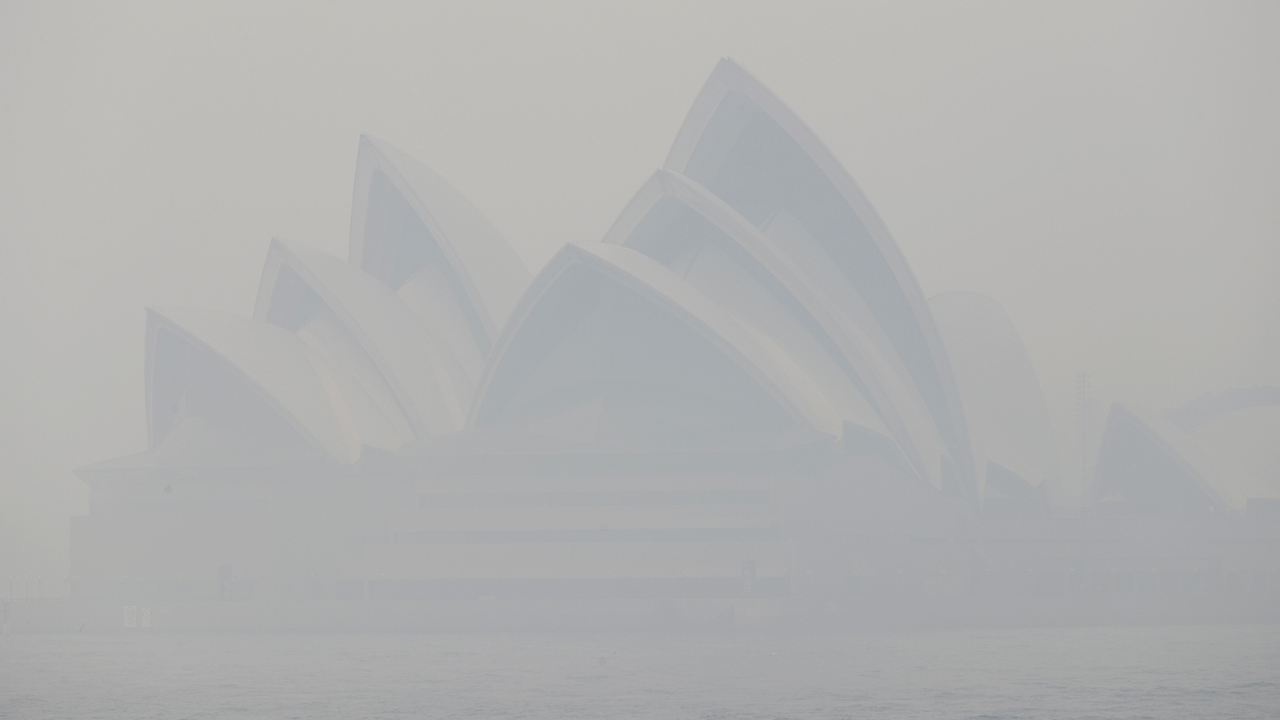 sydney1 - Sydney shrouded in 'unbreathable' smoke as Australia wildfires rage