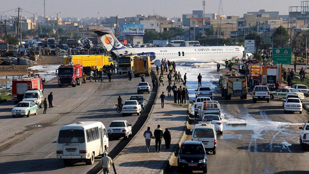 イランのエアライナーでスキッドストリートカFFFすべて約150人の乗客の安全報告