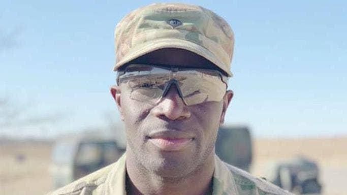 Ex-NFL-Spieler tragen andere uniform, lebt Kindheitstraum in die Armee