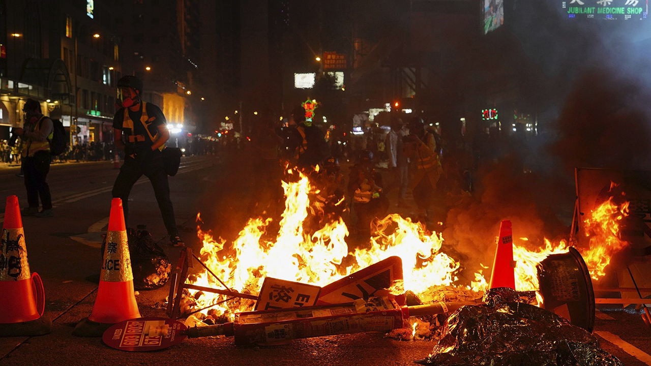 香港お迎え、2020年新鮮民主派の抗議に関との衝突警察