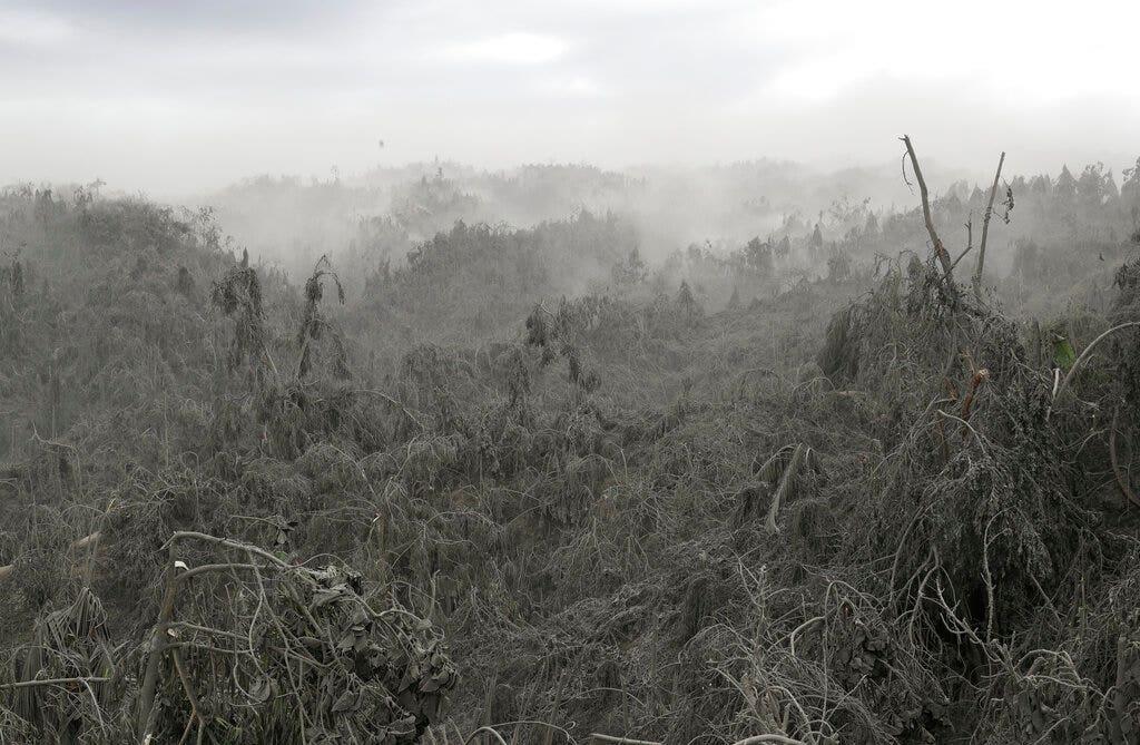 Φιλιππίνες ηφαιστείου εκτόξευσε λάβα μισό μίλι υψηλό, απειλεί να εκραγεί και πάλι, όπως πτήσεις τιμωρία