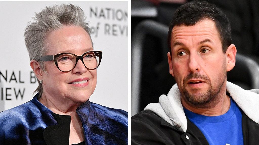 Adam Sandler reagiert auf Oscar stumpf, gratuliert 'Waterboy' mama Kathy Bates, die antwortet: