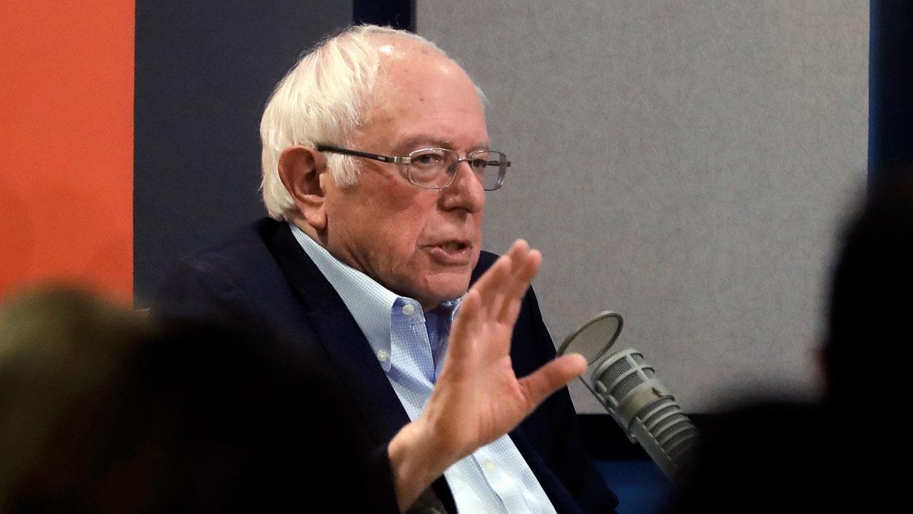 Bernie Sanders panggilan-nya ke Iowa rally pada perjalanan kembali dari impeachment trial
