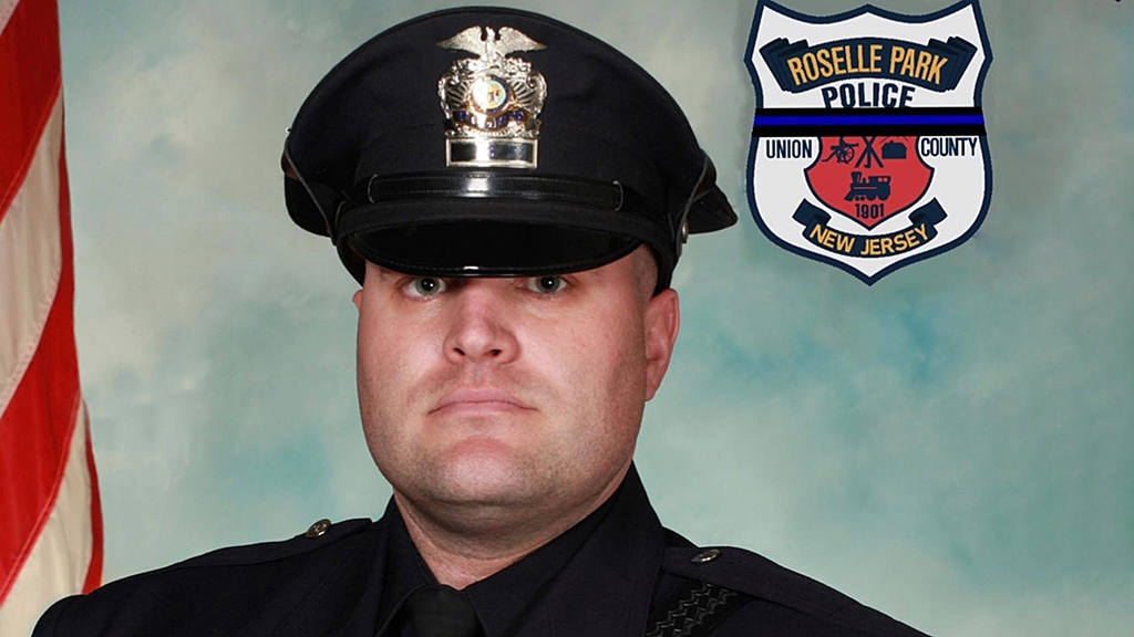 Veteran NJ cop tödlich schießt sich, während die Einsatzkräfte versuchen, ihn zu befreien aus dem Auto-Wrack: Berichte