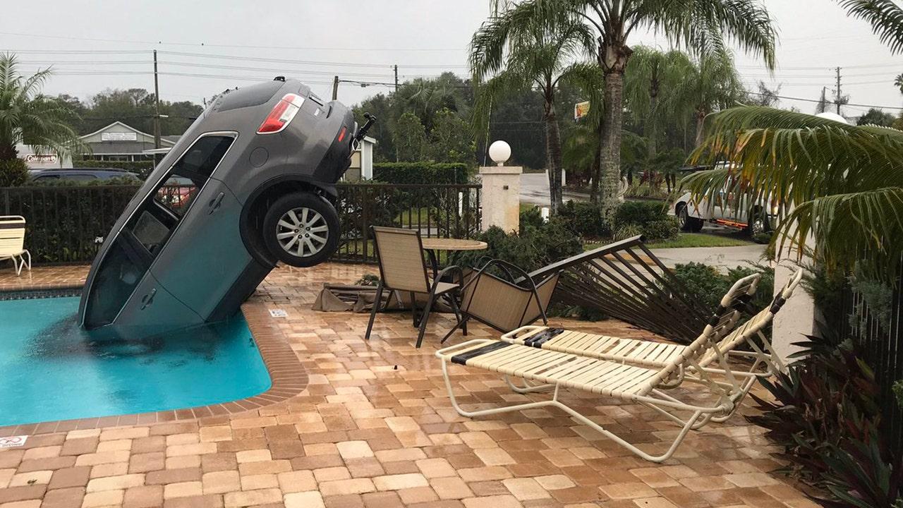 Wanita di Florida dikutip setelah terjun SUV ke kolam renang, polisi mengatakan