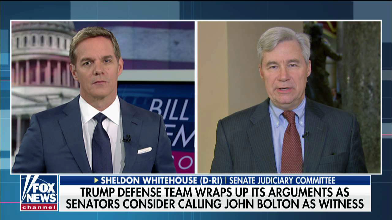 Sen. Sheldon Whitehouse: Dershowitz gab 'peinlich' Verteidigung der Trumpf im Amtsenthebungsverfahren