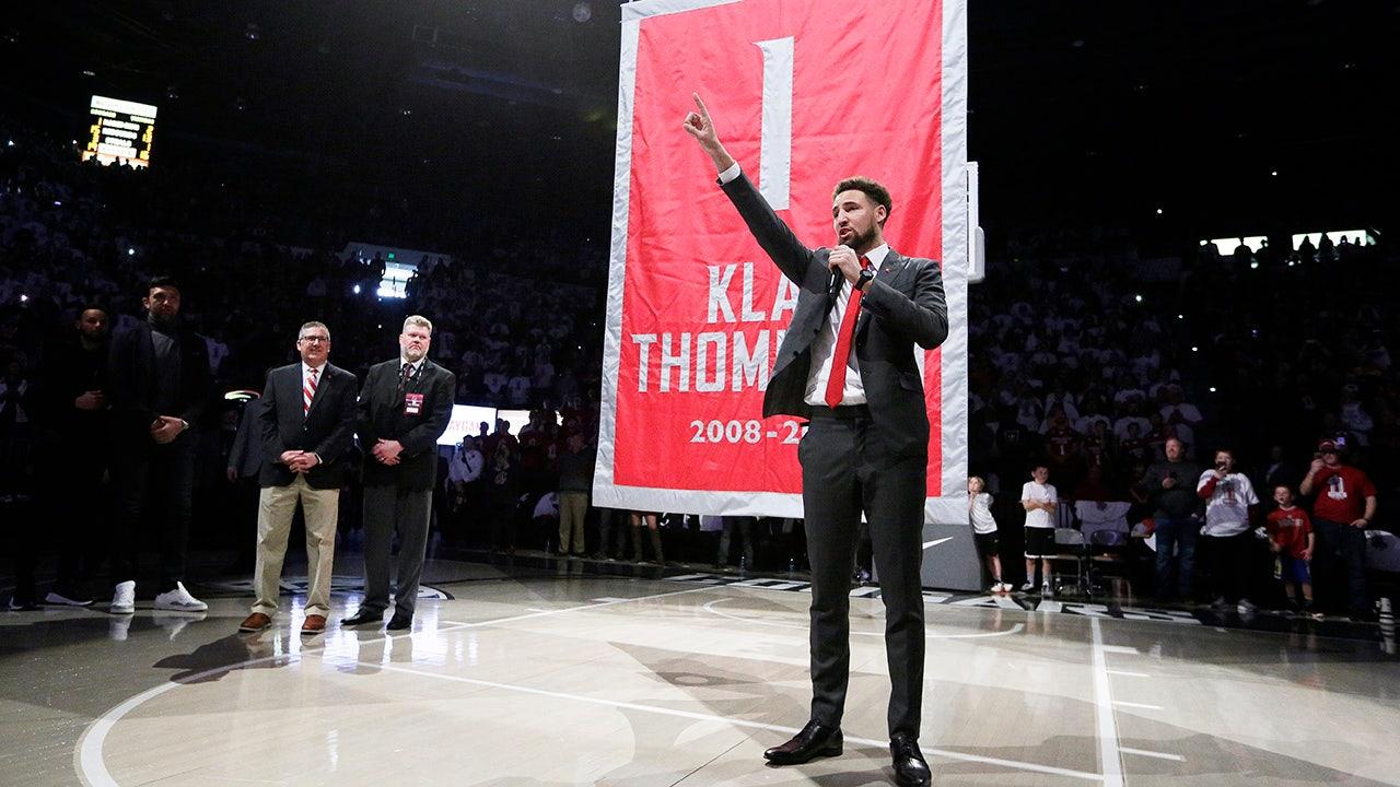 WSU κερδίζει μέρα που συνταξιοδοτείται Klay Thompson jersey