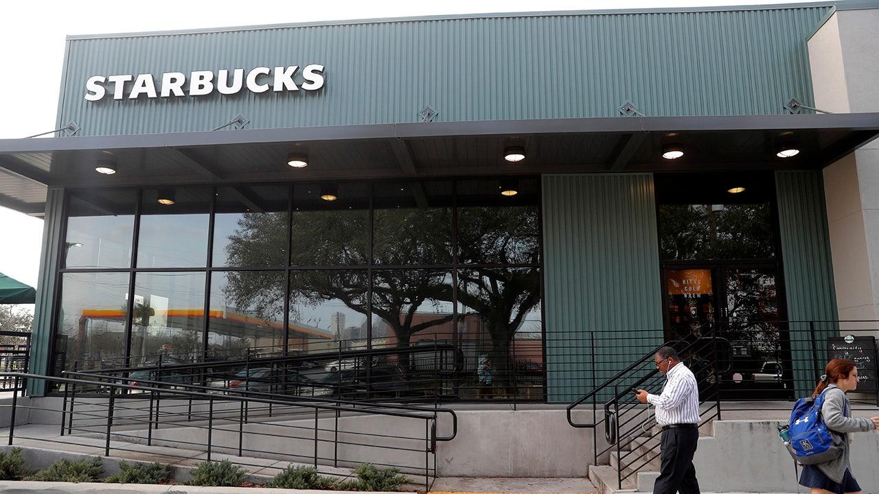 Starbucks anuncia impulso para abrir más tiendas en comunidades de bajos ingresos thumbnail