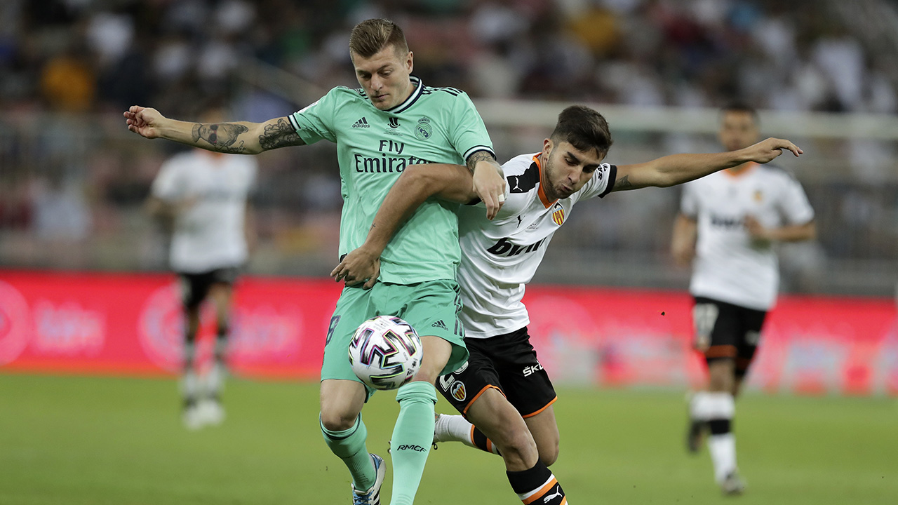 Westlake Legal Group Toni-Kroos Real Madrid's Toni Kroos puts remarkable corner-kick shot in the net during Super Cup match vs. Valencia Ryan Gaydos fox-news/sports/soccer fox news fnc/sports fnc f625e97a-3cc9-53a6-b600-76dc1f17c54d article