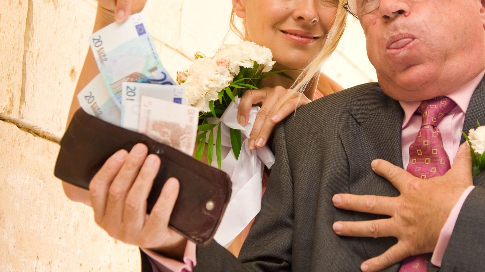 Νύφη θέλει τους επισκέπτες να πληρώσει εισιτήριο εκ των προτέρων για να πάρετε σχετικά με την