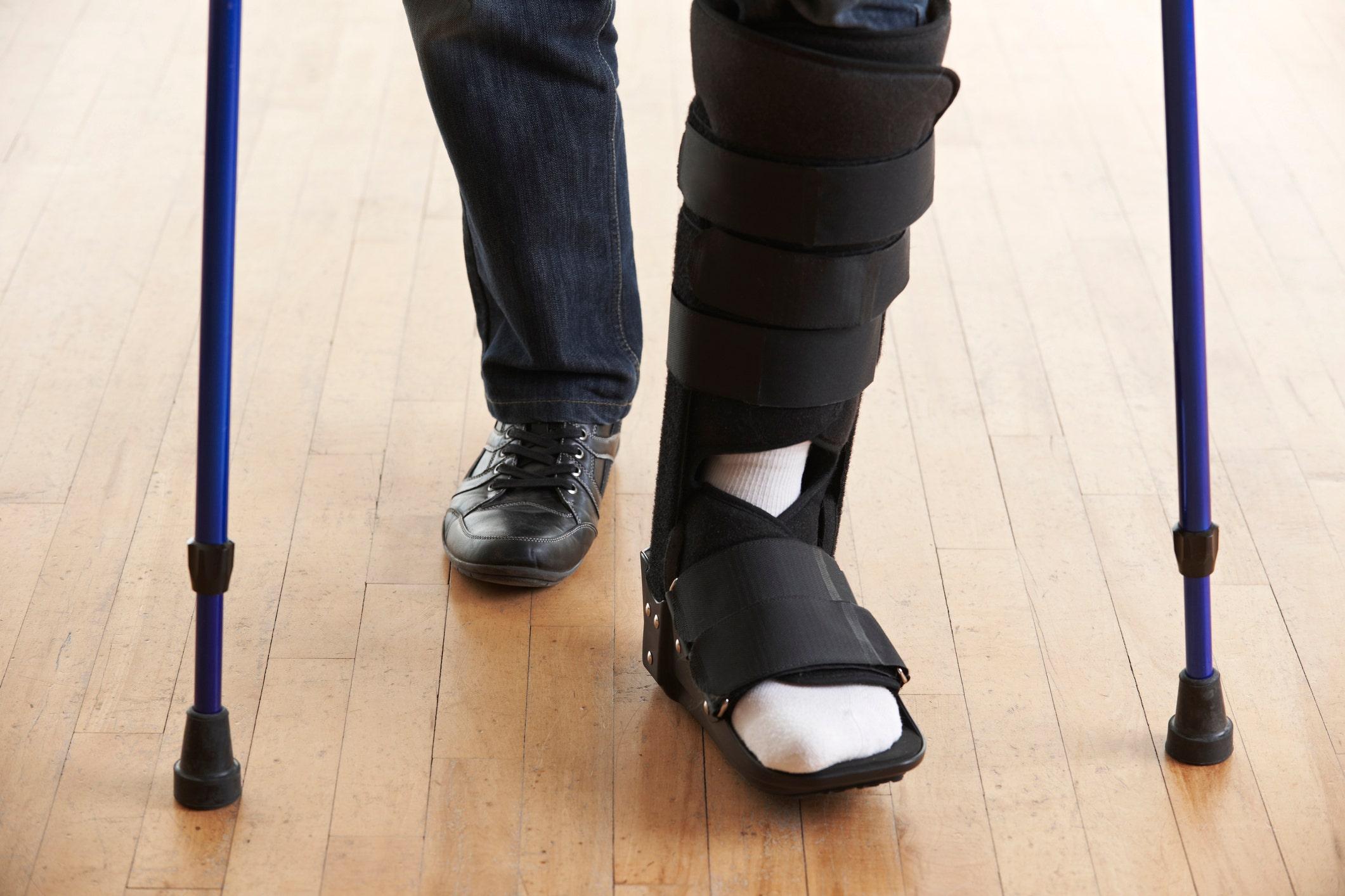 Influencer defends faking broken ankle for flight upgrade