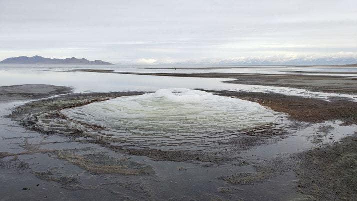 Rare 'Martian' mineral mounds appear in Utah's Great Salt Lake