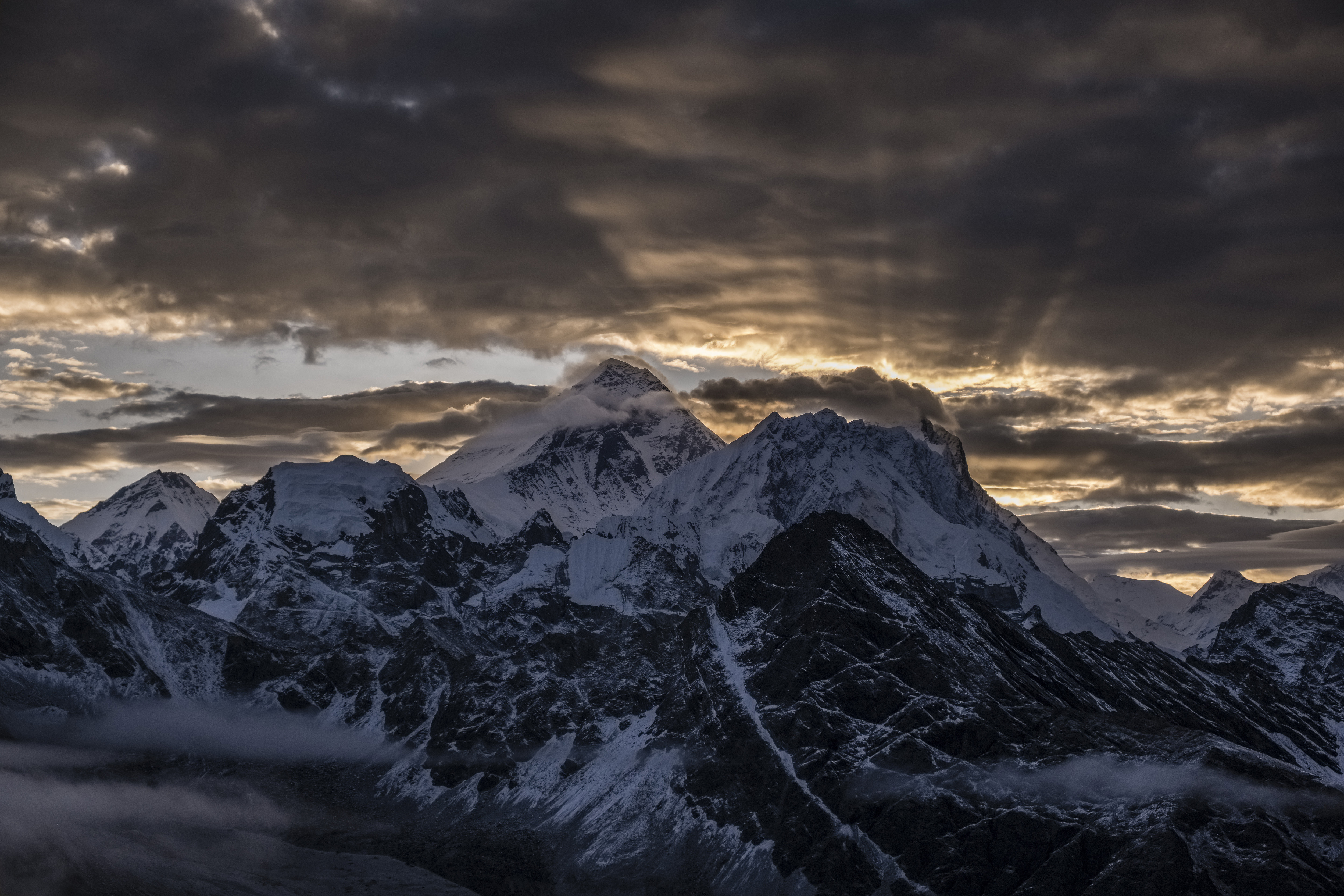 Significant Mount Everest ice loss revealed in spy satellite images