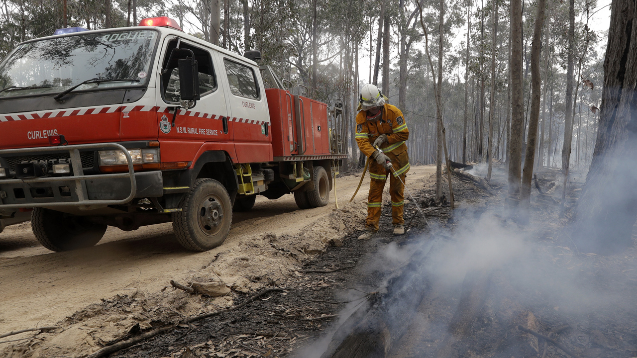 Rain in Australia goes 'a long way' towards containing wildfires, US fire crews say damage 'apocalyptic'