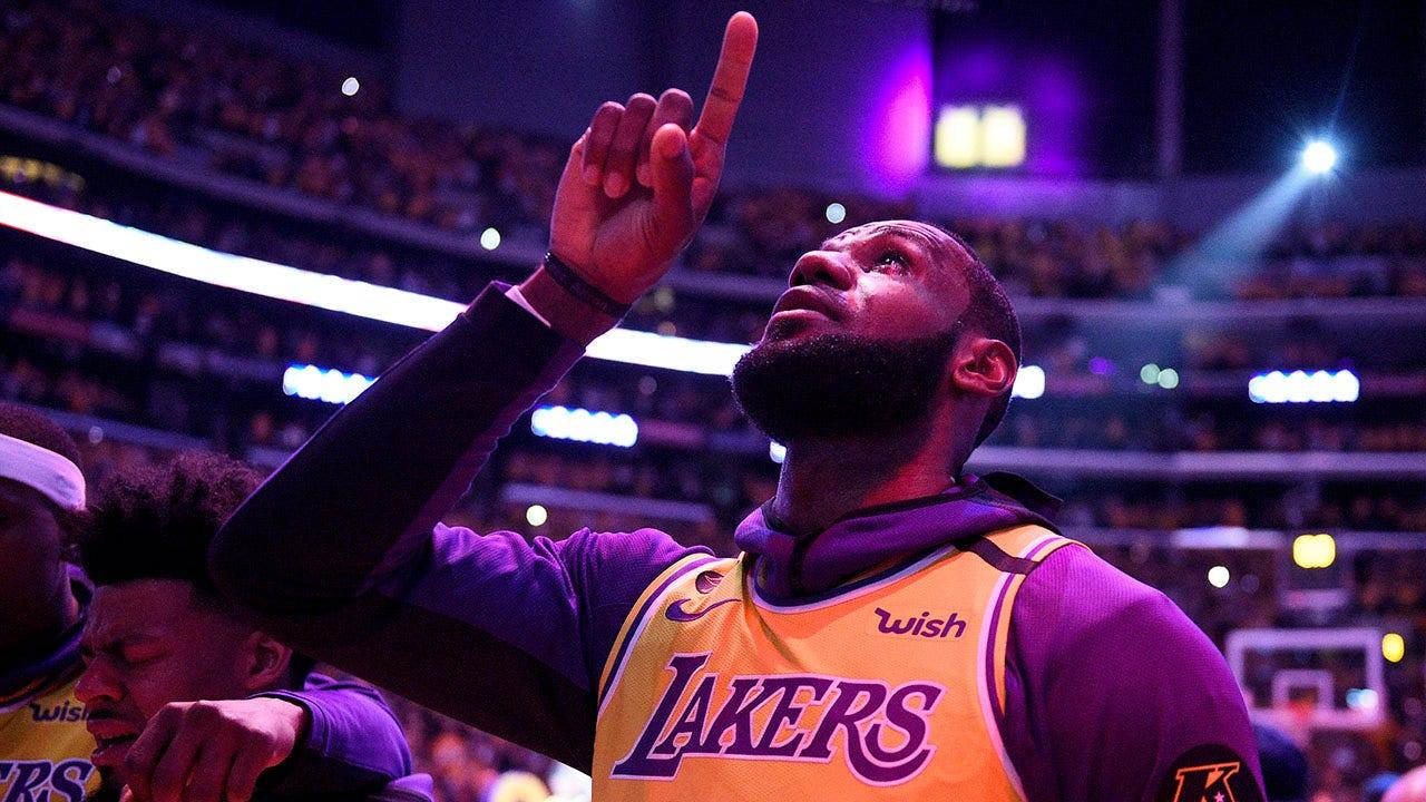 LeBron Jamesの敬意を表神戸ブライアントとしてLakers帰:'ライブ、フォーマンス