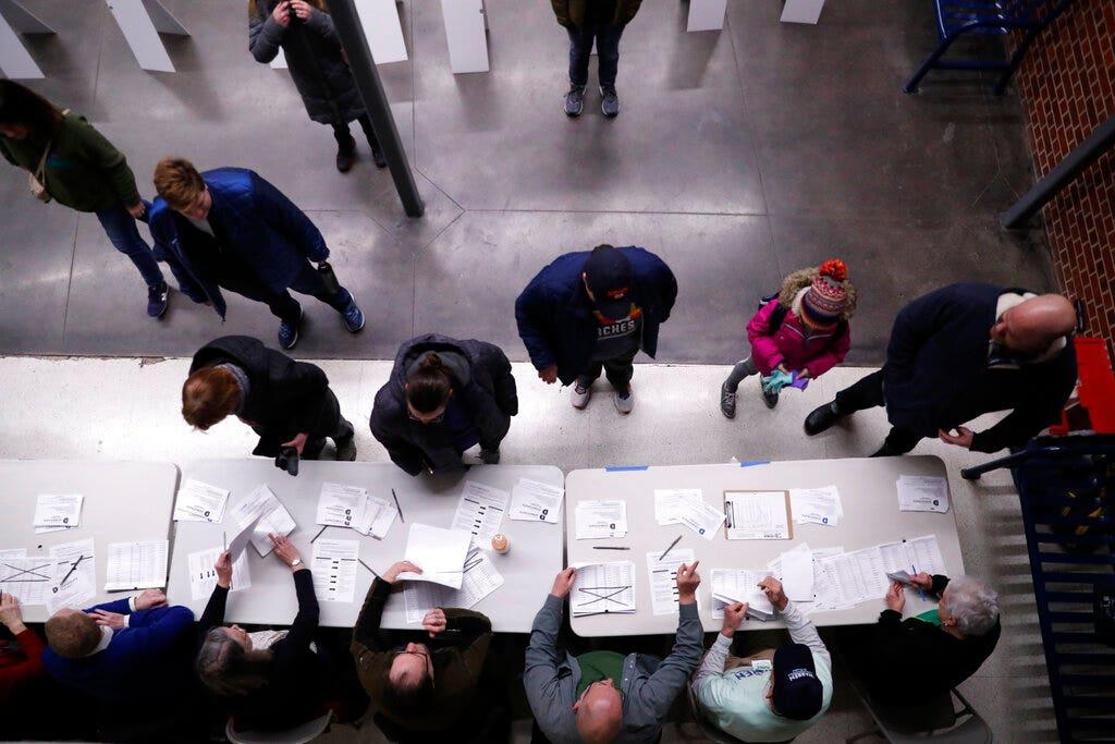 Iowa Kaukasus im chaos als Demokraten Stimmen die Ergebnisse werden verzögert; Trump Kampagne schlägt fraktionssitzungen sind 'manipuliert'