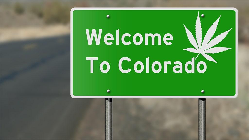 Colorado pot souvenir sponsor jalan raya untuk berkeliling pembatasan iklan