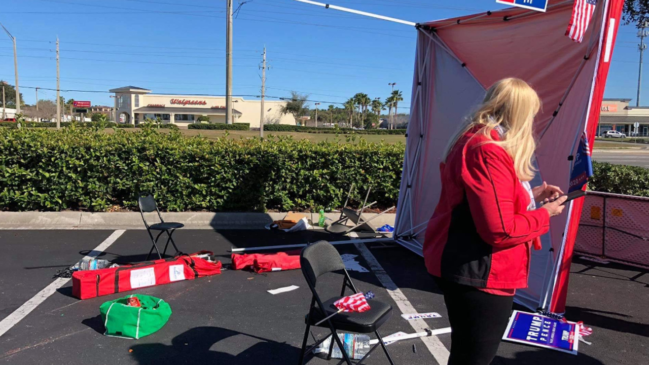 Driver in Florida plows van into GOP voter registration tent, nearly hitting 6 volunteers: reports
