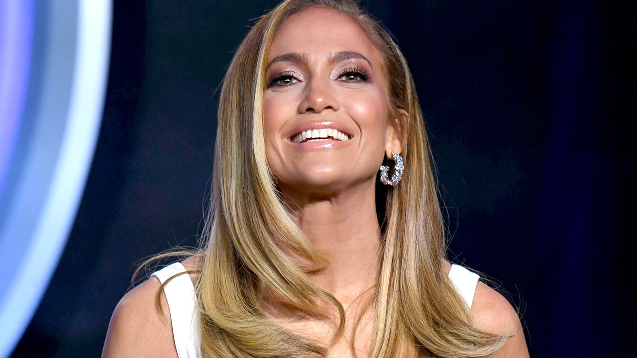 Jennifer Lopez bathroom selfie inspires moms to post bikini pics with #JLoChallenge