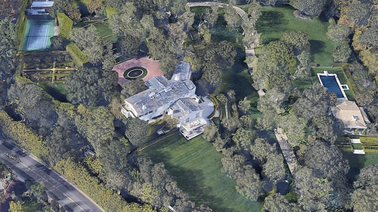 Jeff Bezos splurges, spending $255M on LA mansions