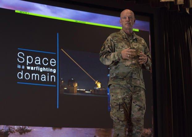 Russische Satelliten tailing erweiterte US-Spionage-Satelliten, Bericht sagt
