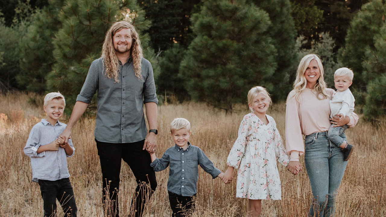 Sean Feucht and his wife, Kate, with their kids, Malachi, 7, Ezra, 5, Keturah, 9, and Zion, 1