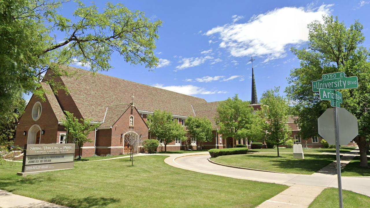 Κολοράντο ιερέας κατηγορείται για κακοδιαχείριση $2M σε Καθολικό σχολείο, λαμβάνοντας $250G από την χήρα μητέρα τα δίδακτρα ταμείο